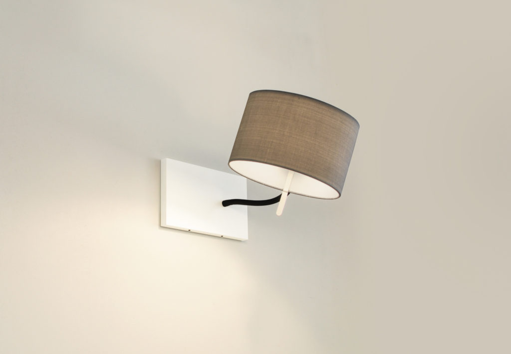 Wall and reading lamp Cubic Gates Read by filumen with flexible arm and grey fabric shade.